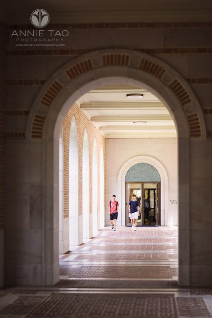 Commercial-Photography-Rice-Business-School-students-walking-down-outdoor-corridor