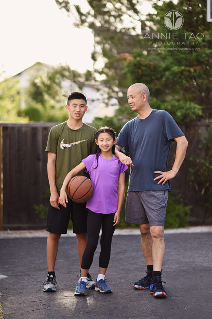 San-Francisco-Bay-Area-lifestyle-family-photography-father-and-kids-standing-with-basketball