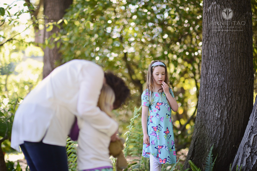 Bay-Area-lifestyle-family-photography-older-sister-reaction-to-injured-little-sister