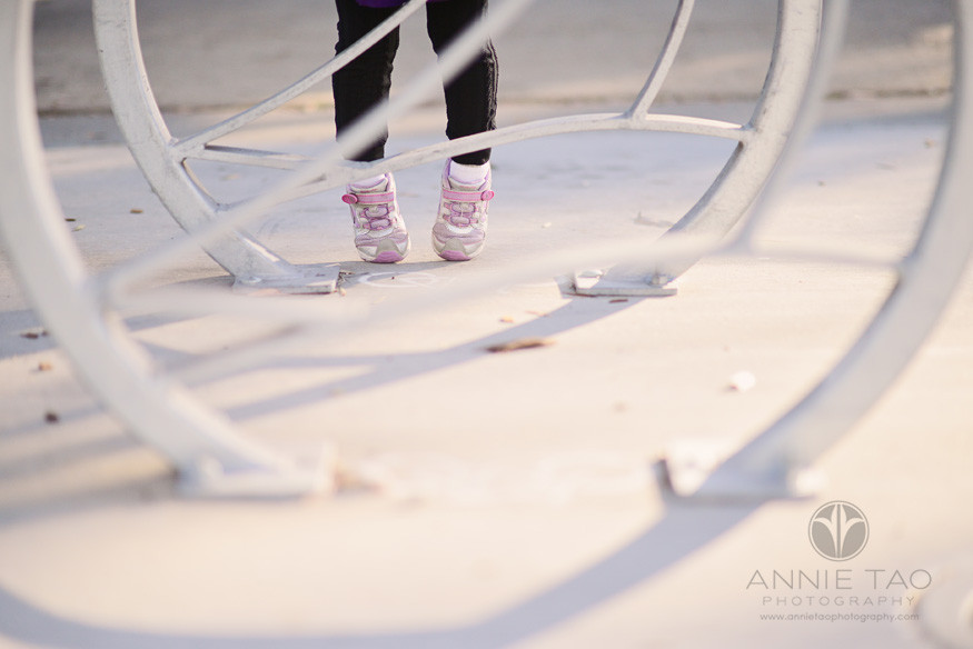 San-Francisco-lifestyle-children-photography-toddler-feet-tippytoeing
