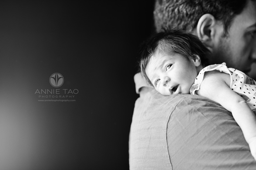 San-Francisco-Bay-Area-newborn-photography-baby-with-eyes-wide-open-on-dads-shoulder-BxW