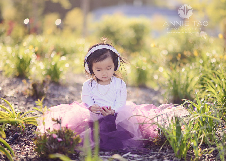 East-Bay-styled-children-photography-preschooler-listening-to-music-with-a-headset