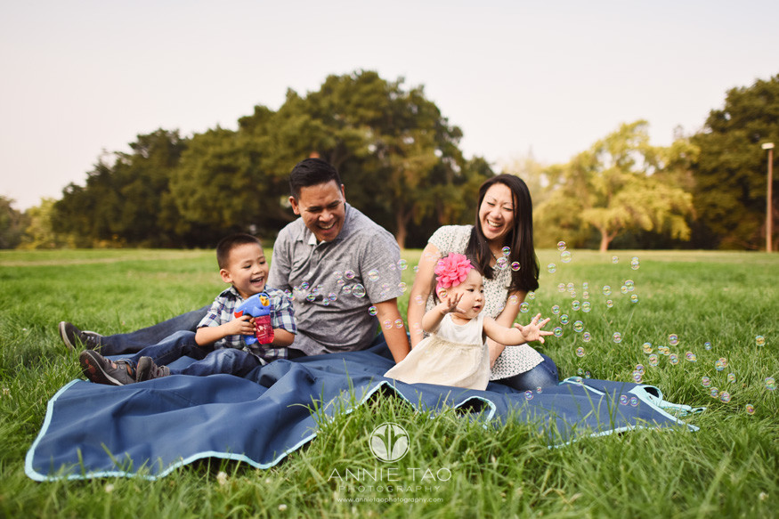 South-Bay-lifestyle-photography-family-playing-with-bubbles-in-park