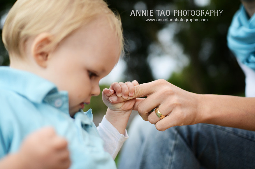 East-Bay-lifestyle-family-photography-baby-boy-holding-moms-finger