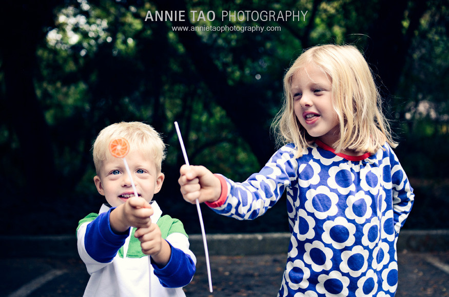 East-Bay-lifestyle-family-photography-siblings-comparing-lollypops