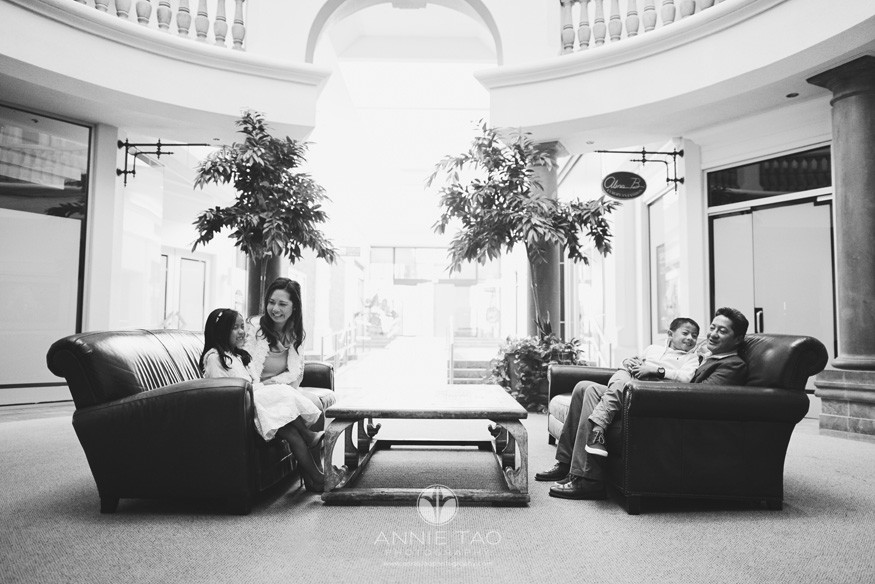 East-Bay-lifestyle-family-photography-family-sitting-in-couches-BxW