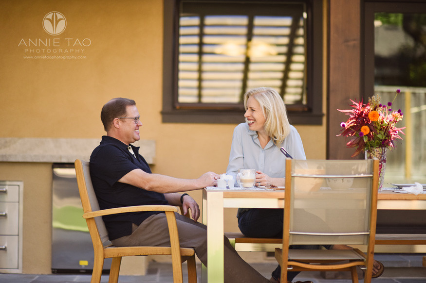 Bay-Area-lifestyle-photography-couple-enjoying-breakfast-al-fresco-in-backyard