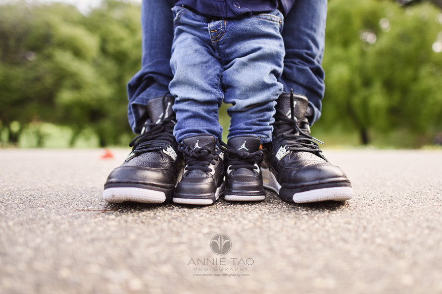 San-Francisco-lifestyle-baby-photography-dad-and-baby-matching-sneakers