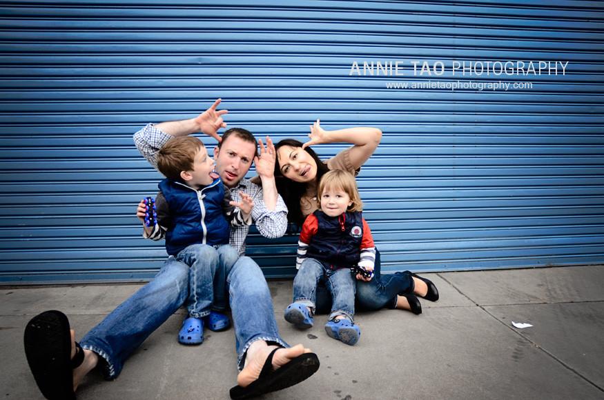 San-Francisco-urban-family-photography-family-making-faces