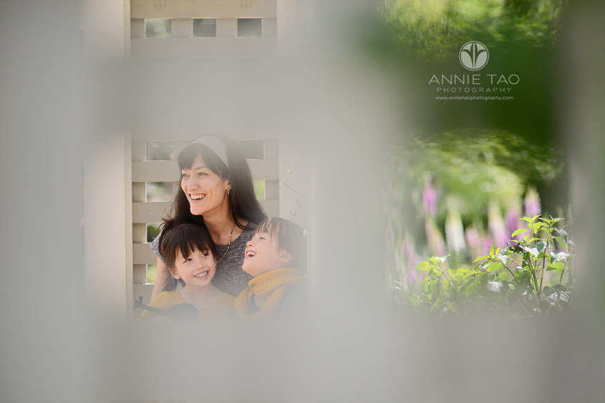 Bay-Area-lifestyle-family-photography-mom-having-fun-with-daughters-view-through-window
