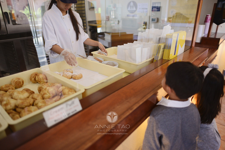San-Francisco-lifestyle-children-photography-kids-watching-pastry-chef-preparing-puffs