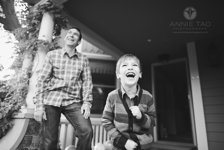 Bay-Area-Palo-Alto-lifestyle-family-photography-father-and-son-laughing-BxW