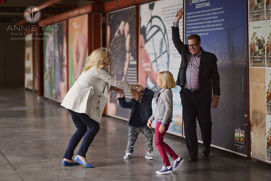 San-Francisco-lifestyle-family-photography-parents-dancing-with-their-kids-near-murals