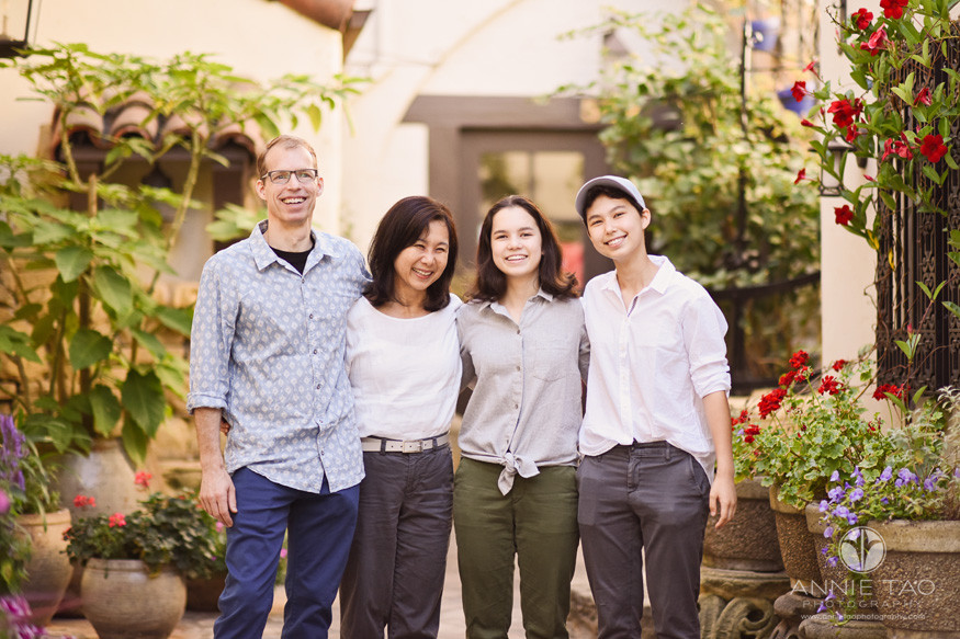 San-Francisco-Bay-Area-lifestyle-family-photography-happy-teen-family-in-cobblestone-alley
