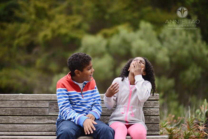 san-francisco-lifestyle-children-photography-brother-and-sister-laughing-on-bench