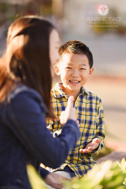 San-Francisco-Bay-Area-Los-Gatos-lifestyle-children-photography-young-boy-smiling-at-big-sister