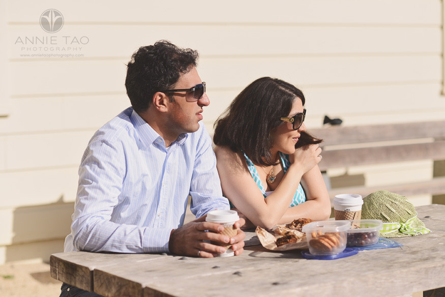 San-Francisco-lifestyle-couple-photography-couple-eating-at-picnic-table