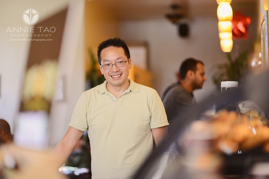 San-Francisco-lifestyle-photography-man-with-glasses-at-the-coffee-shop