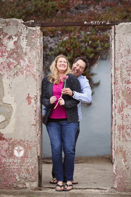 San-Francisco-lifestyle-engagement-photography-couple-cracking-up