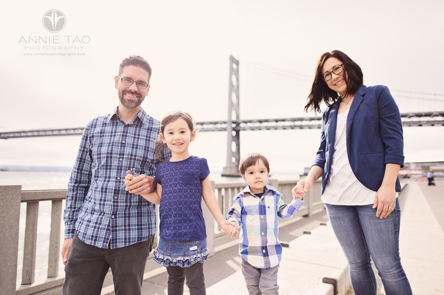 San-Francisco-lifestyle-family-photography-happy-family-walking-by-bay-bridge