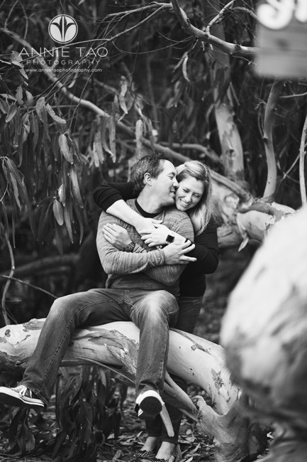 San-Francisco-engagement-photography-couple-embracing-on-fallen-tree-BxW