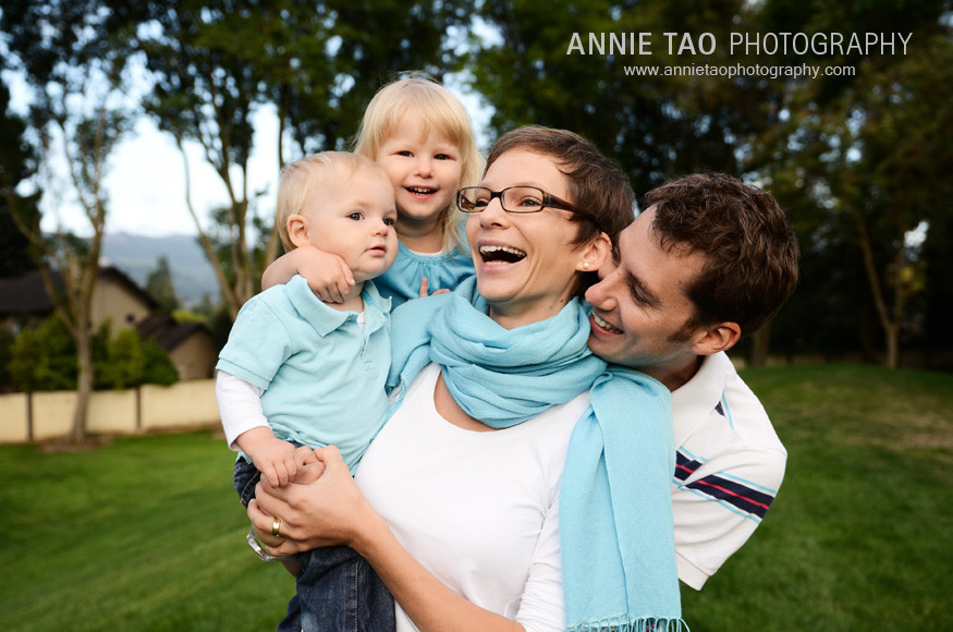 East-Bay-lifestyle-family-photography-family-playing-on-a-grassy-hill