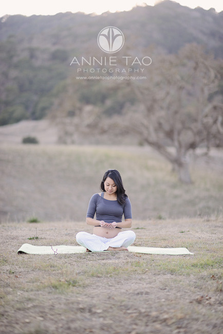 East-Bay-lifestyle-maternity-photography-pregnant-mom-in-a-yoga-position