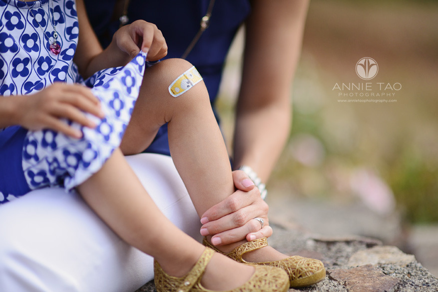 East-Bay-lifestyle-family-photography-mom-with-toddler-girls-bandaid-knees