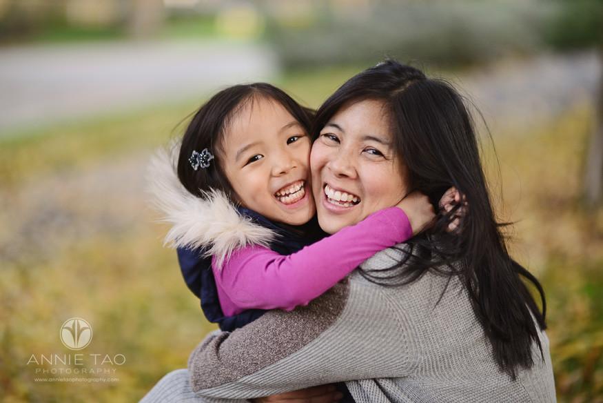 Bay-Area-Palo-Alto-lifestyle-family-photography-mom-and-daughter-big-hug