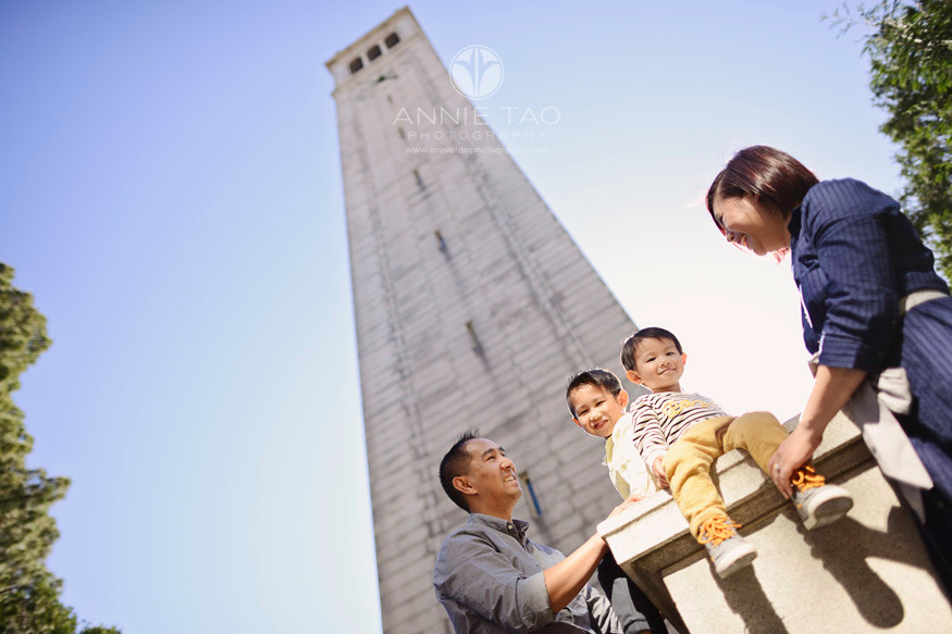 East-Bay-lifestyle-family-photography-parents-with-young-boys-by-sather-tower