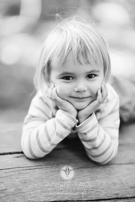 San-Francisco-lifestyle-children-photography-preschooler-girl-leaning-on-hands-BxW