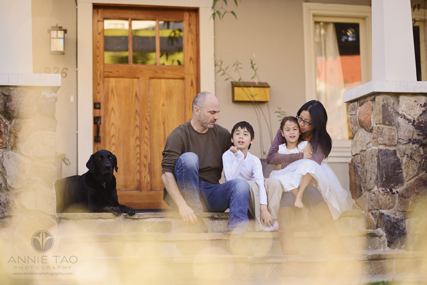 East-Bay-lifestyle-family-photography-family-hanging-out-on-steps-in-front-yard
