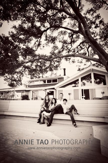 San-Francisco-Bay-Area-lifestyle-family-photography-family-sitting-on-the-patio-BxW