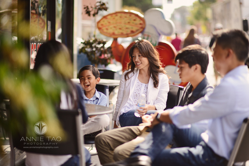 San-Francisco-lifestyle-family-photography-family-sitting-on-sidewalk-while-eating-pizza