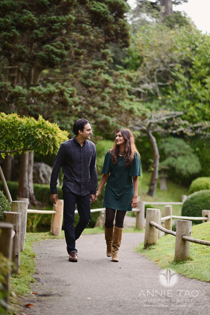 San-Francisco-lifestyle-photography-couple-walking-together-in-Japanese-garden