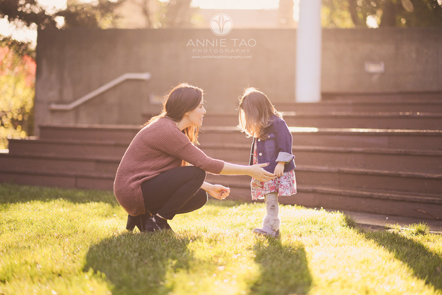 bay-area-lifestyle-family-photography-mother-talking-with-young-daughter-in-golden-sunlight