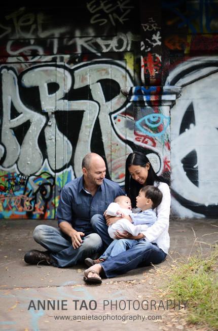 Berkeley-lifestyle-family-photography-family-in-front-of-graffitti-wall