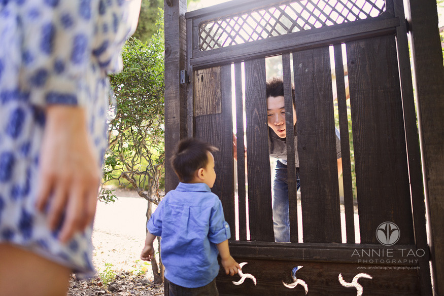 South-Bay-lifestyle-family-photography-dad-playing-peekaboo-with-son-through-fence-door