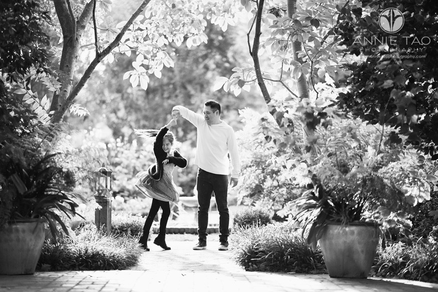 San-Francisco-lifestyle-family-photography-father-twirling-daughter-in-garden-BxW