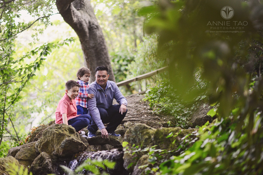 East-Bay-lifestyle-family-photography-dad-playing-with-boys-by-water