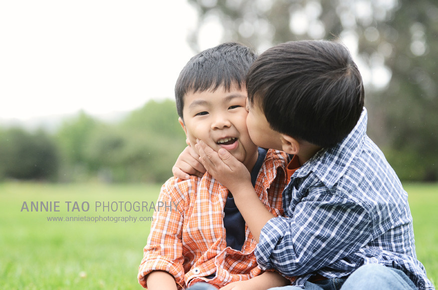 San-Mateo-lifestyle-family-photography-brother-kiss
