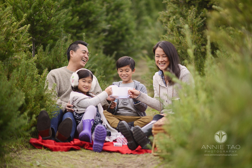bay-area-lifestyle-family-photography-family-having-a-picnic-in-tree-farm