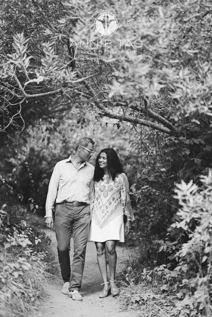 San-Francisco-lifestyle-photography-couple-walking-thru-tree-canopy-BxW