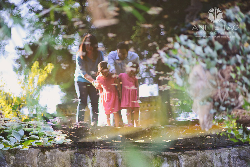 San-Francisco-Bay-Area-Peninsula-lifestyle-family-photography-family-looking-into-pond-reflection