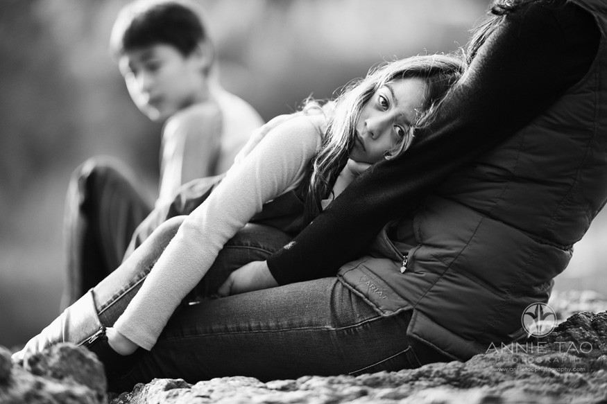 east-bay-berkeley-lifestyle-children-photography-girl-laying-on-mom-with-hand-in-boots-and-brother-watching-BxW