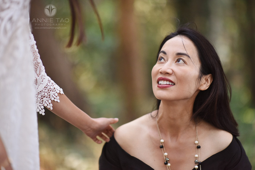 San-Francisco-lifestyle-family-photography-woman-looking-up-at-her-daughter