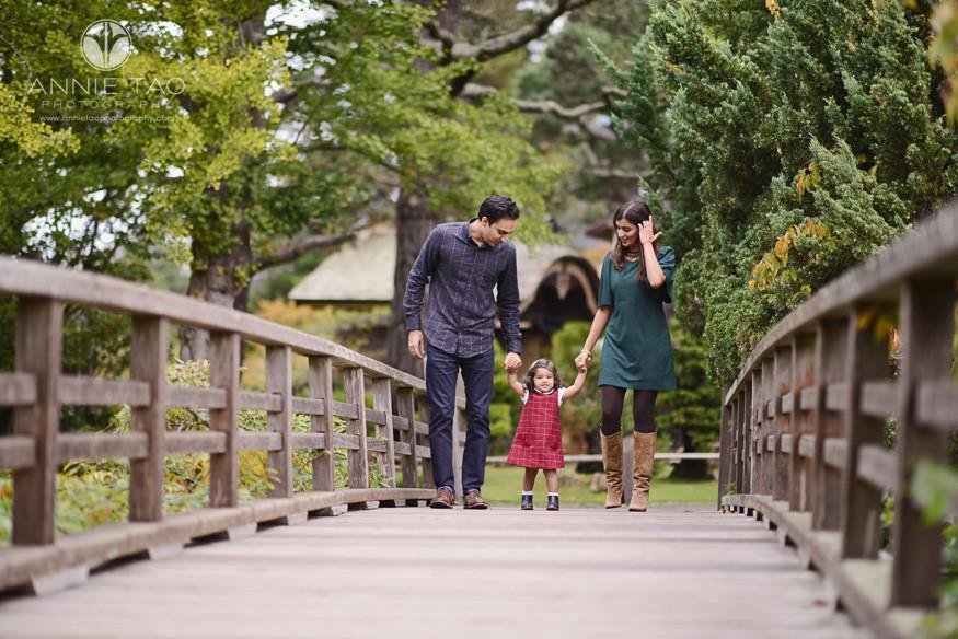 San-Francisco-lifestyle-family-photography-family-crossing-bridge-in-Japanese-garden