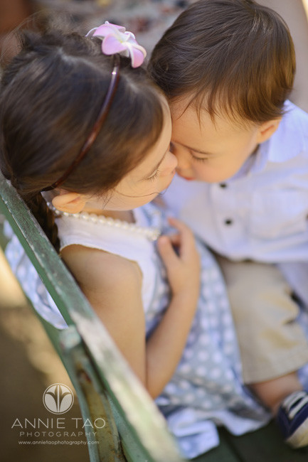 san-francisco-lifestyle-children-photography-baby-brother-and-big-sister-snuggling