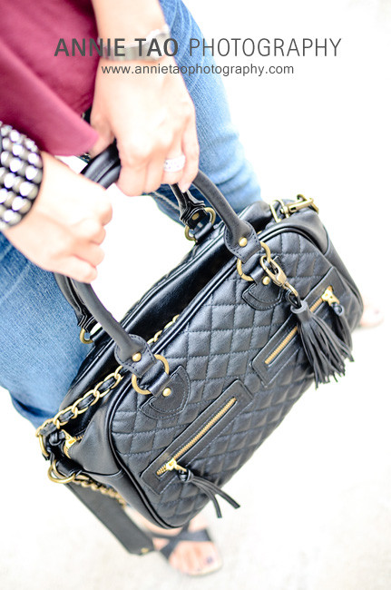 Annie-Tao-Photographer-with-a-black-THEIT-The-Bossi-bag-closeup