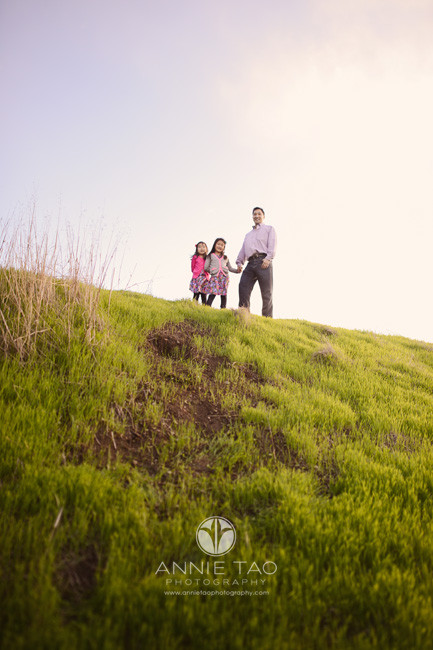 bay-area-lifestyle-family-photography-father-and-daughters-on-top-of-hill